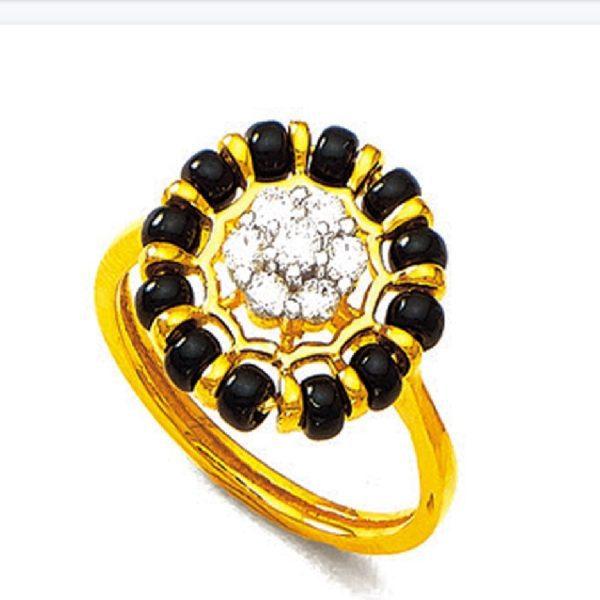Round shape black beeds ring